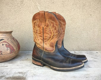 Vintage short cowgirl boots Women Mexican Size 23.5 (fits like US 7), cowgirl bootie short boot, Western boot, Womens cowboy boot festival