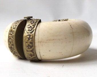 vintage 70's bangle bracelet brass animal bone off white cream women accessories jewelry oversize big boho gypsy gift her mom repousse metal