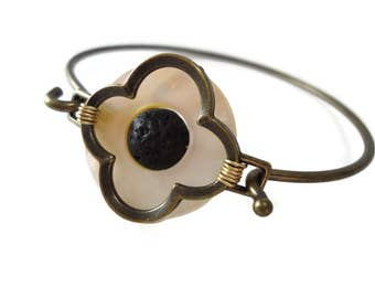 Mother of Pearl and Lava Stone Bracelet Brass Bangle Band, Off White and Black Bracelet Flower Design, Brass Bracelet Cuff Shell Jewelry
