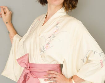 Vintage 1950's Ivory Embroidered Silk Kimono in Pastel Colors