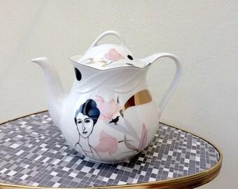 Teapot with Belle Dame Hélène #16136