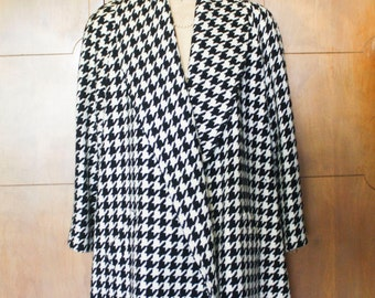 Evan Picone Large B&W Hounds tooth Swing Coat