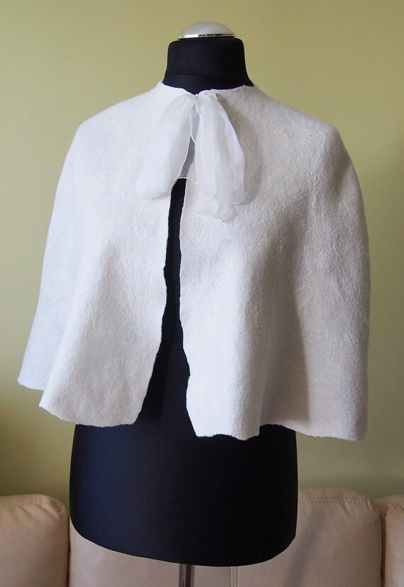 Elegant Bridal cape / capelet / shoulder wrap / Wedding shrug - Natural white Ivory
