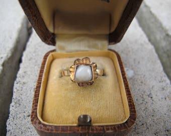 Antique Victorian Era Milk Tooth Flower Ring in 18k Yellow Gold
