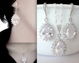 Cubic zirconia jewelry set ~ Brides jewelry set ~ Sterling ear wires and chain ~ High quality ~ Classic ~ Wedding jewelry ~ Wonderful Gift