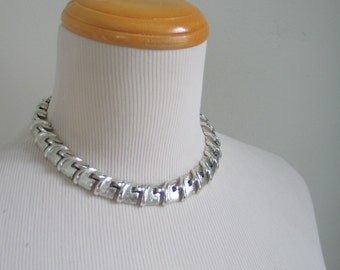 Vintage 1960s Silvertoned Textured Vertebrae Look Choker Necklace by Coro