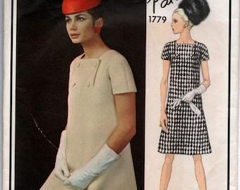 """1960's Vogue Paris Original One-Piece Mod Dress with Button Detail - Patou - Bust 31"""" - No. 1779"""