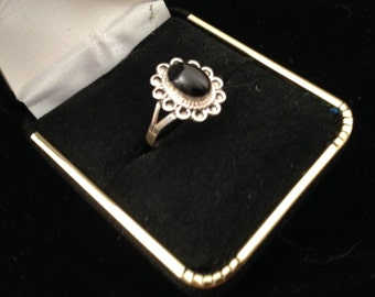 Vintage Sterling Silver w Oval Black Onyx Cabochon WOMENS RING size 7.5