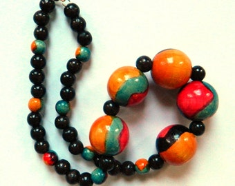 Vintage Wooden Bead Necklace / Colorful Statement Necklace / Hand Painted Beaded Necklace