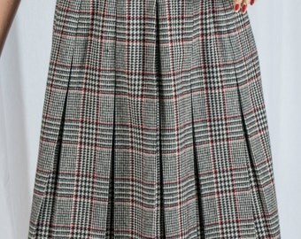 1970s, black, white, and red plaid, pleated skirt, above the knee, boho, retro