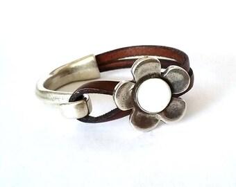 Women bracelet, leather bracelet, wrap bracelet, Hook clasp, ENGRAVE, flower bracelet, gift for mom, enamel bracelet, Daisy flower braqcelet