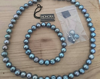 Vintage Honora black Pearl necklace, bracelet and earrings set