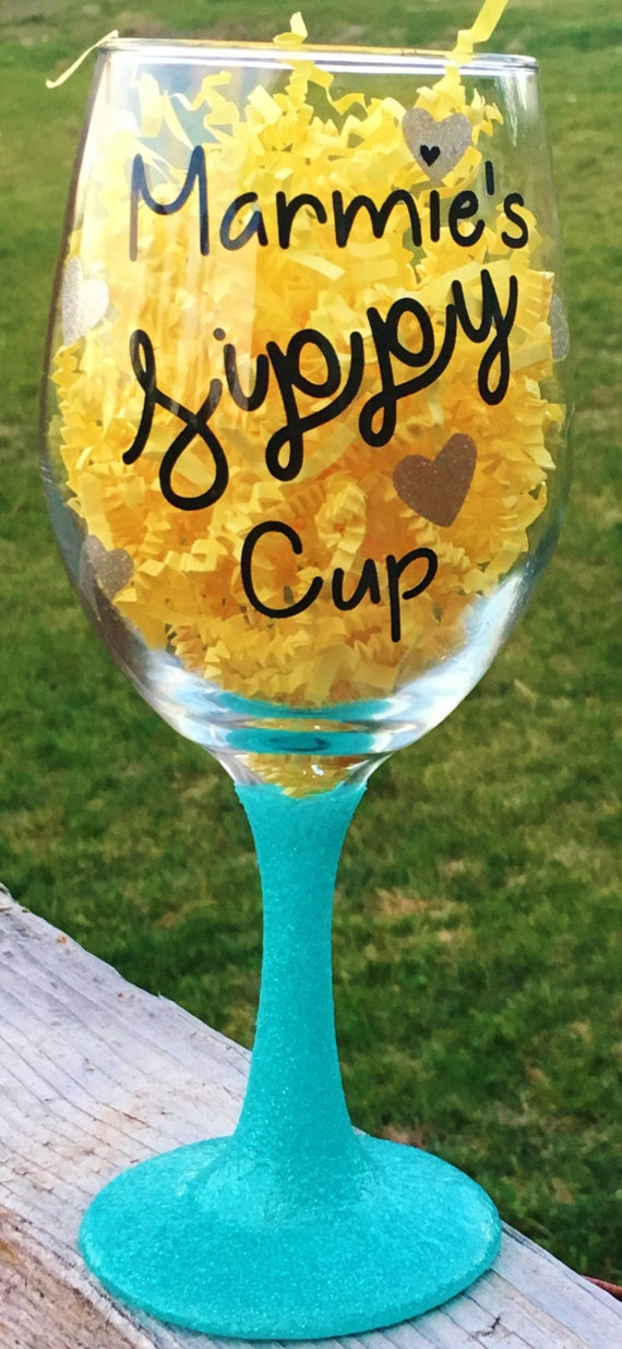 Grandma Sippy Cup, Mom Sippy Cup, Wine Glass, Glitter Dipped Wine Glass, Birthday Gift, Gift for Grandma