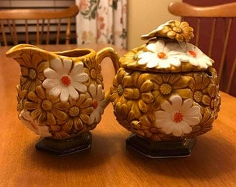 Nice Seventies Brown and White Daisy Sugar/Creamer Set
