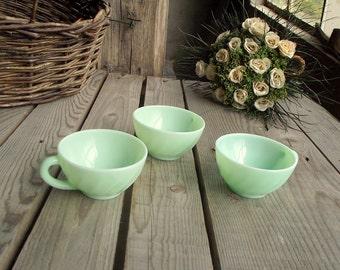 Vintage Jadeite kopjes - Set van 3 - Mint groene Milkglass koffie Cups - Made in France - Frans glaswerk