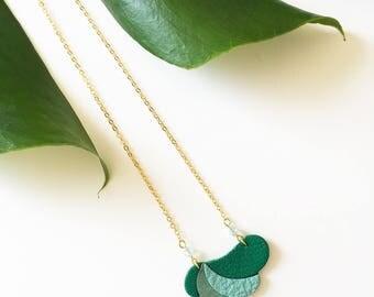"Lagon / ""Lagoon""  Komète necklace gilded brass and Swarovski crystal beads"