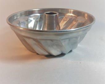 Vintage Aluminum Jello Mold, Bundt Pan