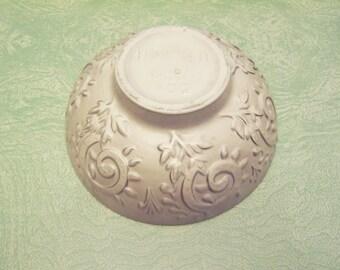 Vintage beige tan Haeger pottery bowl 102