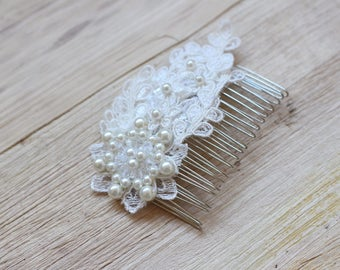 Ivory haircomb Bridal lace flower haircomb Romantic hairpiece Wedding hair accessory Bride comb