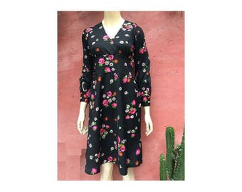 1970s floral long sleeves DRESS // GOGO 60s 70s black floral print dress // size  eu 38-uk10-us6