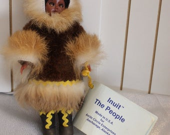 """Vintage The Intuit """"The People"""" Eskimo Doll, Made in USA, Anchorage Alaska, 1988 Carlson Dolls, Brown fur"""