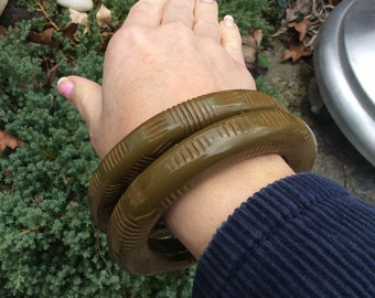 1940s Spinach Carved Bakelite Chunky Bangles Olive Green