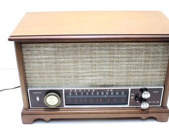 1950s Zenith Wood Cabinet Table Top Tube Long Distance Radio AM/FM, Model K731