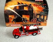 Vintage 1993 Matchbox Collectibles Diecast Vehicle 1920 Mack AC Fire Engine YFE01 Models of Yesteryear in Original Box 1:60 scale (ref3187)
