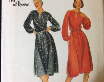 Butterick 5677 - 1980s or 90s Dress with Blouson Bodice and Contrast Trim Option - Size 12