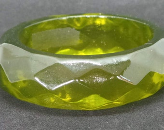 Vintage faceted plastic bangle lime green