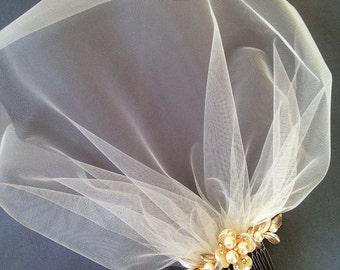 Birdcage Veil, Bridal Fascinator, Wedding Head piece, Bridal Hair piece, Gold Hair Comb, Blusher Veil, Champagne Ivory Blush Small Veil