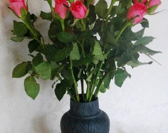 Vase porcelain, black