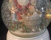 Pfaltzgraff Santa Snow Globe Music Box- Plays Ill be home for Christmas