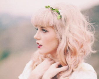 Bridal flower crown, Woodland wedding headpiece, White rose circlet, White rose hair wreath, Simple flower crown, White headpiece circlet