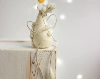 Needle Felted Sheep - Dreamy White Sheep With A Daisy - Needle Felted Art Doll - Summer Decor - Needle Felted Animal - Felted White Sheep