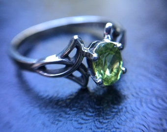 The Enchantment Goddess's Sterling Silver Genuine Healing Oval Peridot Triquetra Ring, Celtic Ring, Peridot Ring