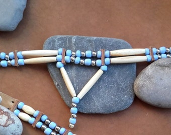 Choker bones  and light blue glass beads - ref: C 74