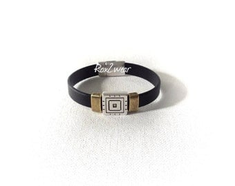 Black two tone western flare leather cuff