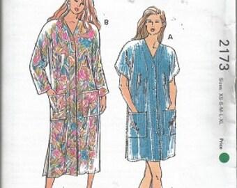 Vintage Uncut KWIK Sew Pattern - MISSES' ROBES - 2173 - Sizes xs - s - m- l - xl - Designed by Kerstin Martensson