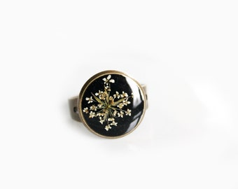 Eco resin Ring, with real white flower ; resin jewelry and inclusion