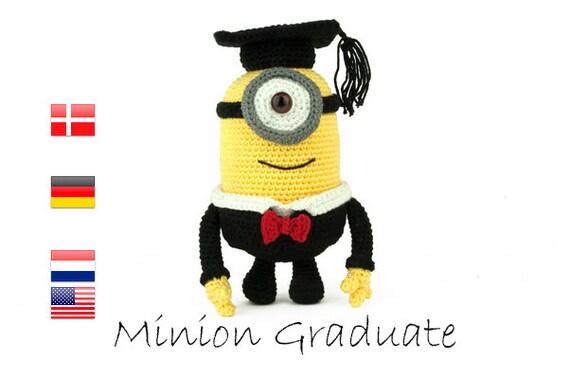 Crochet pattern Minion Graduate