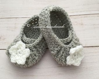 Baby girl booties, Crochet baby girl booties, Soft baby shoes for Newborn to 12 Months, Great as an baby girl gift, Made to order
