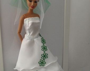 Free shipping! Barbie doll dress - wedding dress with veil and handbag. With Velcro.