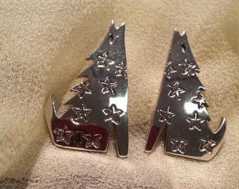 Sterling silver howling wolf earrings