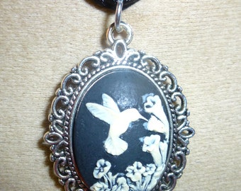 Bird and flower cameo pendant