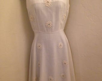 1940s-1950s Ivory Linen Lilli Russell Appliqued Dress