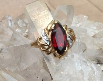 Ladies Garnet Gold Ring