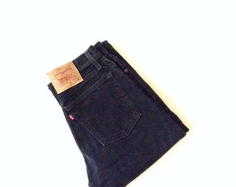 Levi jeans. W26 L31. Original red tab, black, highwaisted, loose, regular fit , 100% cotton jeans. Lightly distressed.
