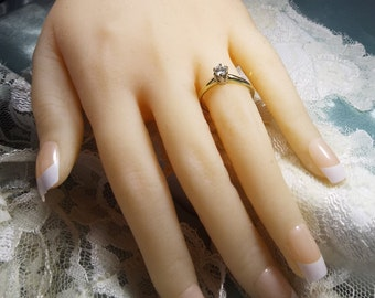 Beautiful Estate Diamond Solitaire Engagement Ring, 14 k Gold, size 7, 0.38 ct