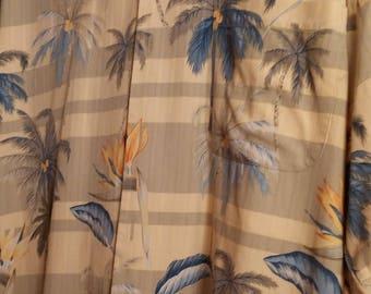 Vintage Tommy Bahama silk men's Hawaiian medium sized short sleeve button down tropical shirt